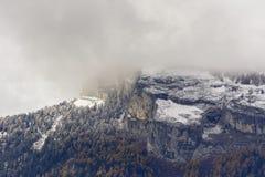 Erster Schnee auf Haut de Cry lizenzfreie stockfotos