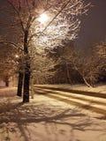 Erster Schnee in der Stadt Stockbild