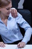 Erster Schritt zur sexuellen Belästigung Stockbilder