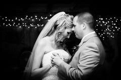Erster Tanz für Braut und Bräutigam Lizenzfreies Stockfoto