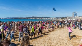 Erstes Bad des Jahres auf dem Ozean Lizenzfreies Stockfoto