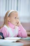 Erstes Jahr-Schulmädchen auf Lektion Lizenzfreie Stockbilder