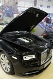 Erstes Mal Rolls Royce Dawn gezeigt auf Bratislava-Auto-Ausstellung 2017 mit geöffnetem Haubendeckel und sichtbarer Maschine V12 Stockfoto