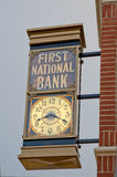 Erstes National Bank setzen Zeit fest Lizenzfreie Stockfotos