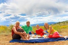Erstes Picknick der Familie Stockfotografie