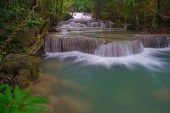 Erstes Stockwerk von Wasserfall Huay Mae Kamin Lizenzfreie Stockfotos
