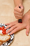 Erstochene Hand mit einer Gabel Stockfotos