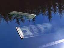 Ertrinken von Wiedergabe des Dollars 3d lizenzfreie abbildung