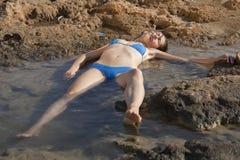 Ertrunkene Frau im Wasser Lizenzfreies Stockfoto