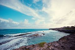 Ertsaders en rotsen Caraïbische overzees stock foto's