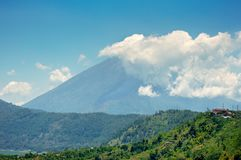 Erupção ardente de Agung da montagem em algum minuto Fotos de Stock Royalty Free