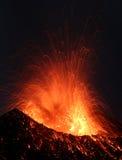 Erupção de Strombolian Imagens de Stock