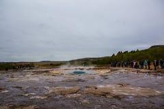 Erupção do geyser de Strokkur, Islândia fotografia de stock royalty free
