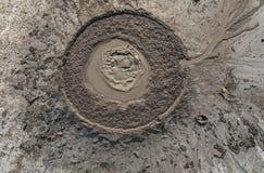 Erupção do vulcão da lama Imagens de Stock Royalty Free