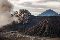 A erupção do vulcão de Bromo, East Java fotos de stock royalty free