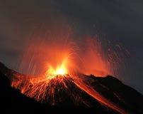 Erupção do vulcão de Strombolian Fotografia de Stock