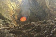 erupción Clubs del humo y de la ceniza en la atmósfera foto de archivo libre de regalías