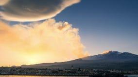 Erupción del Etna vista del mar almacen de metraje de vídeo