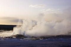 Erupción del géiser en yellowstone Fotografía de archivo