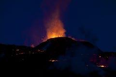 Erupción del volcán, fimmvorduhals Islandia Imagen de archivo