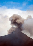 Erupción del montaje Yasur Fotos de archivo libres de regalías
