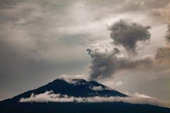 Erupcja Mt Agung wulkan w wschodnim Bali, Indonezja Fotografia Royalty Free