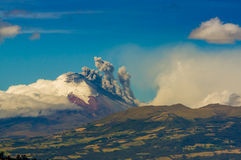Eruption von Cotopaxi-Vulkan in Ecuador, Süd Lizenzfreie Stockfotografie