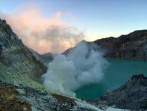 Eruzione al cratere di Ijen Fotografia Stock