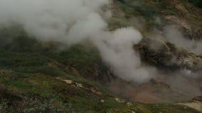Eruzione del geyser Bolshoy in valle dei geyser archivi video