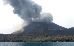 Eruzione di Anak Krakatau Immagine Stock