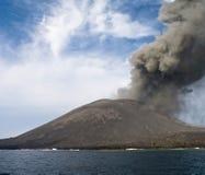 Eruzione di Anak Krakatau Immagini Stock