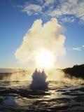 Eruzione di Strokkur del geyser dell'Islanda Immagine Stock