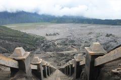 Eruzione di Volcano Step Cratere Mount Bromo, Java Indonesia orientale fotografie stock
