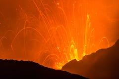 Eruzione di Volcano Yasur, Vanuatu fotografie stock libere da diritti