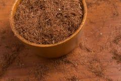 Erva de seda do milho seco em uma bacia Estigmas Maydis Fotografia de Stock