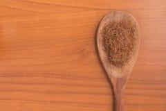 Erva de seda do milho seco em uma colher Estigmas Maydis Imagem de Stock Royalty Free