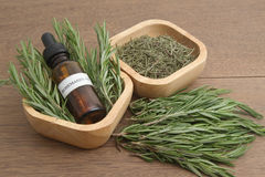 Erva dos alecrins e óleo essencial da aromaterapia Fotos de Stock Royalty Free
