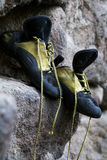 Ervaren het beklimmen schoenen Stock Afbeeldingen
