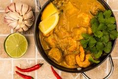 Ervas do limão e do coentro do rei Prawn Curry With do estilo de Sri Lanka fotografia de stock royalty free