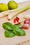 Ervas e especiarias ajustadas para fazer a Tom Yum a sopa picante fotos de stock