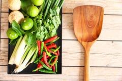 Ervas e especiarias tailandesas da sopa de Tom Yam imagens de stock royalty free