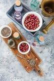 Ervas medicinais secas em umas bacias Fotos de Stock Royalty Free