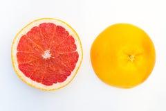 Erved świeży grapefruitowy skład odizolowywający nad białym tłem, odgórny widok Fotografia Stock