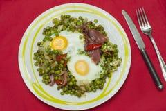 Ervilhas com ovos e presunto Fotografia de Stock