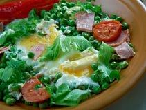 Ervilhas cozidos com ovos escalfados Fotografia de Stock Royalty Free