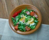 Ervilhas cozidos com ovos escalfados Imagens de Stock