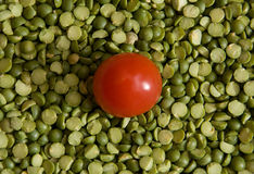Ervilhas e tomate Imagens de Stock Royalty Free