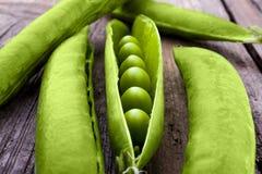Ervilhas em uma vagem Fotos de Stock Royalty Free