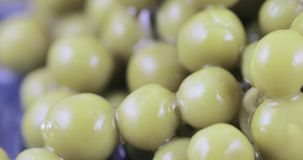 Ervilhas verdes no volume vídeos de arquivo