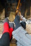 Erwärmung durch das Feuer lizenzfreies stockfoto